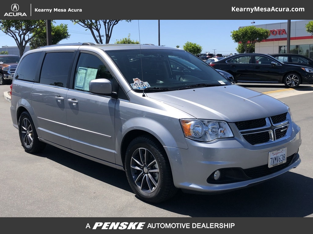 Pre Owned 2017 Dodge Grand Caravan Sxt Wagon